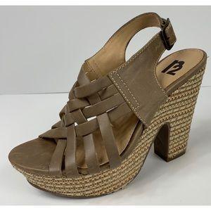 R2 Bernadette Wedge Sandles Size 8